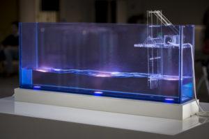 La machine à vagues, une des pièces de l'installation Liaisons sous-marines d'Agnès de Cayeux.